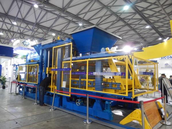 国内的砌块成型机械制造业存在哪些弊端?