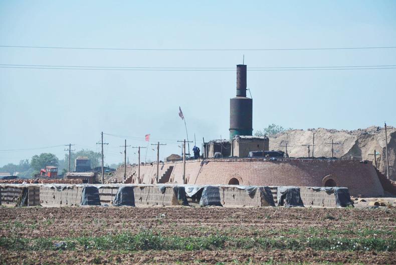 银马砖机厂家关于烧结砖瓦行业的形势浅析