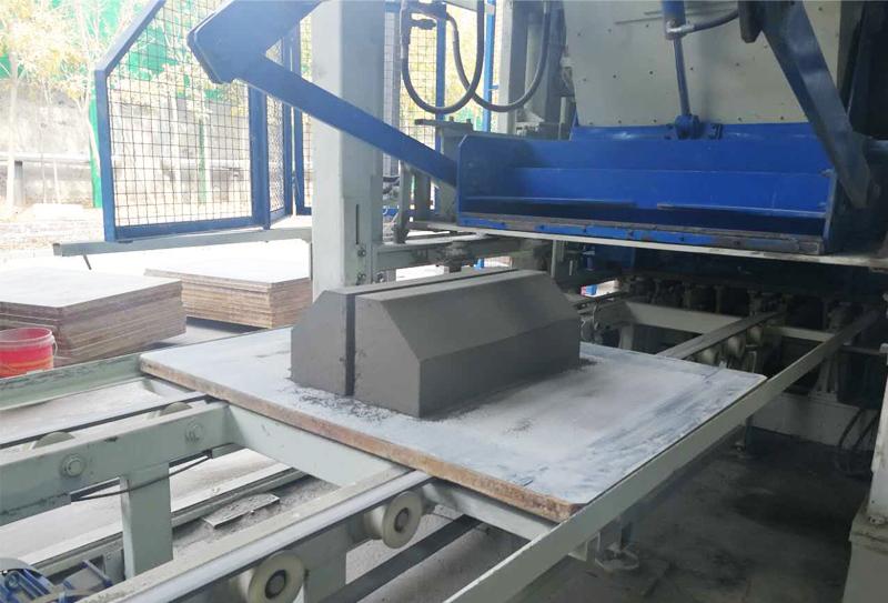 路面砖制砖生产线制品有哪些普通制品无法企及的优点?
