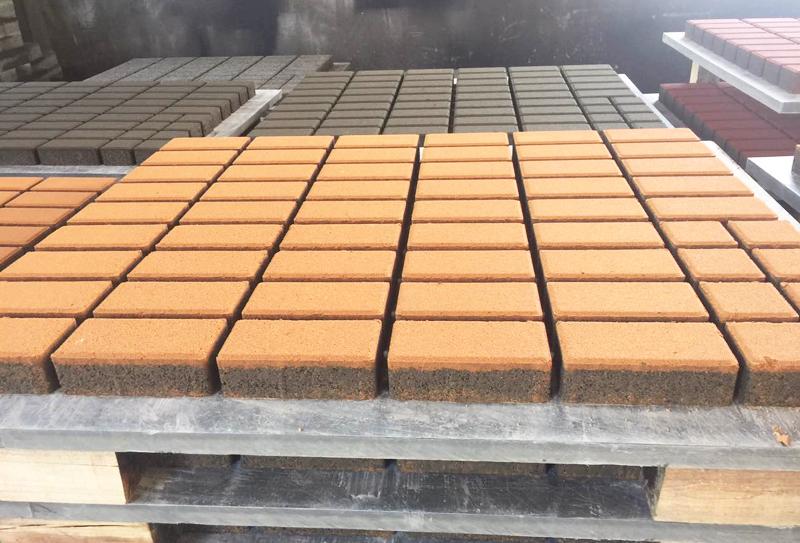 影响路面透水砖设备高质量养护的原因