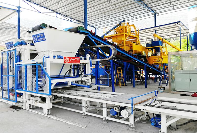 路面透水砖机设备在运行过程中注意事项以及生产过程
