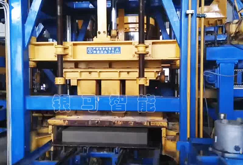 它不是动力,但PC仿石砖制砖机没它就不能生产!
