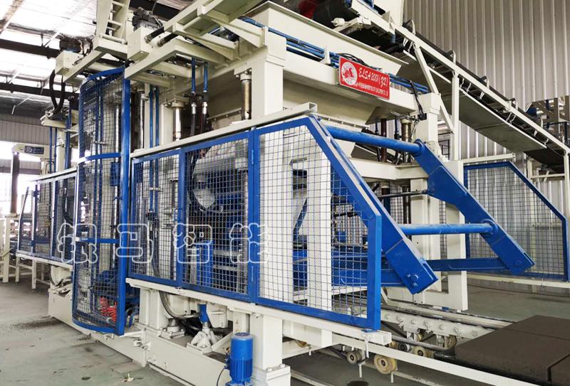 透水砖机与空心砖机托板使用细节及安全操作规程