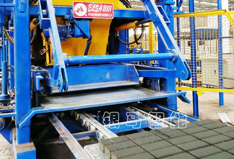 铁尾矿制砖机:砌块砖机是如何利用尾矿渣制砖?
