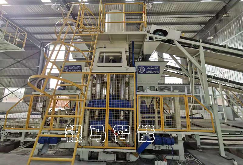 广场砖机设备:砌块砖机建筑垃圾再生中的绿色产业线!