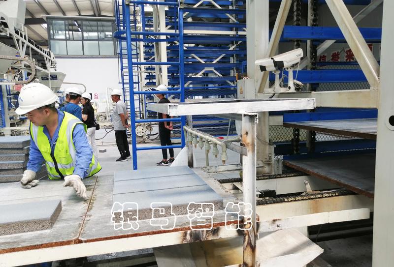 水泥便道砖机工作原理及配备的技术