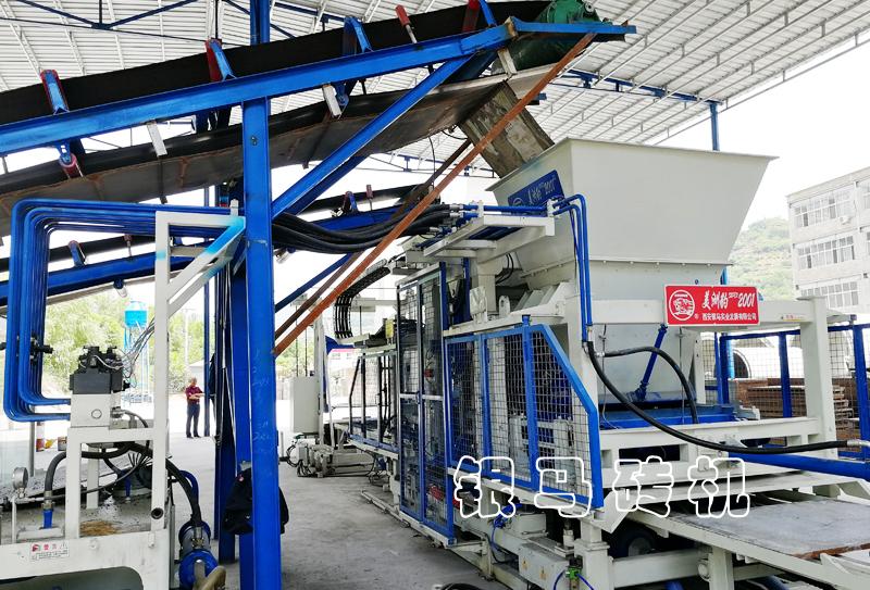 透水砖机:钢渣尾矿制砖设备绘环保蓝图,筑绿色风景!