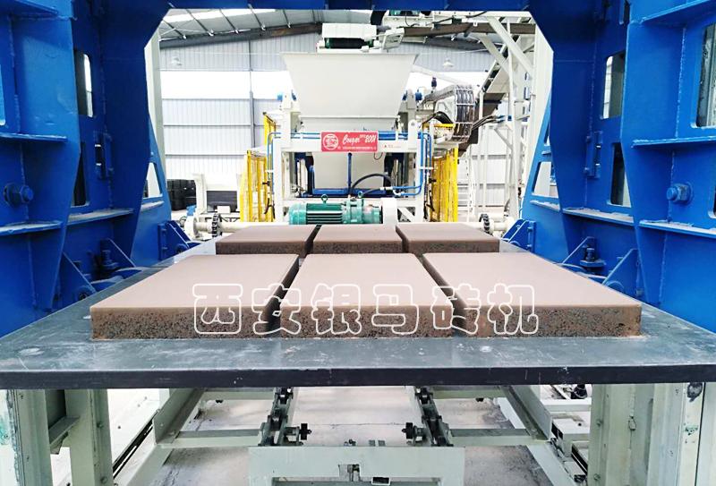 全自动新型红砖机:金沙9001mm平台创造亮点,变更思路,实力树立行业标杆!
