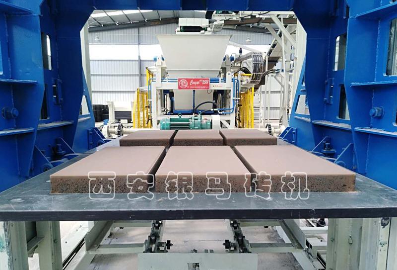 砌块红砖机:自动红砖机设备生产线应向国际水平看齐