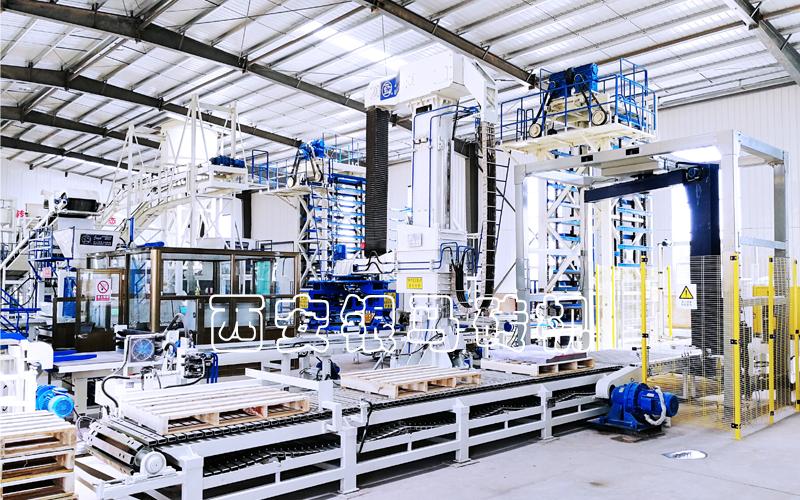 全自动智能透水砖机:柔性化生产线精确控制成本周期