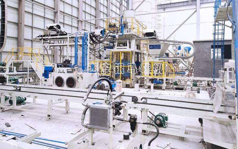 全自动智能透水砖机:阔步新旧动能转换的国际设备
