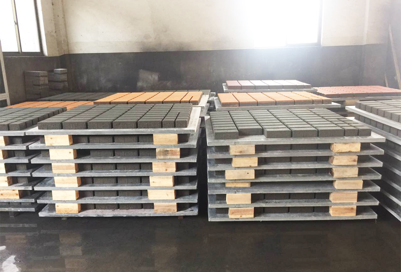 生态透水砖设备特点及制品性能先容
